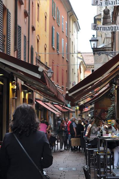 uliczka z targiem